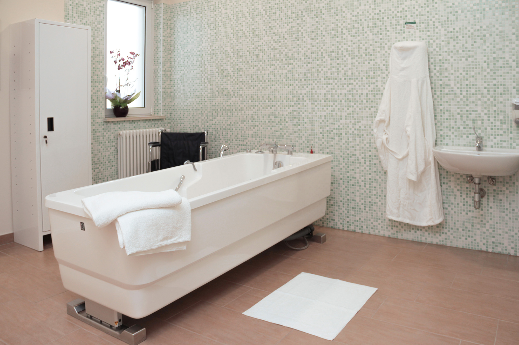 Palazzo mariano rsa casa di riposo e ospitalit per anziani canosa di puglia provincia bat - Vasca bagno assistito ...